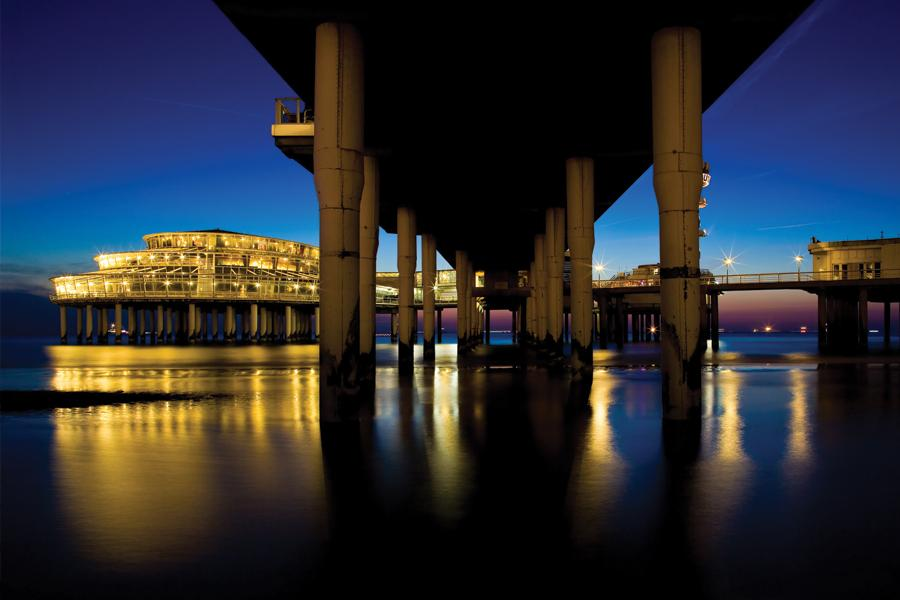 Scheveningen, vicino a L'Aja, è il luogo di villeggiatura di mare più famoso d'Olanda. Oltre alla spiaggia, i moli e numerosi stabilimenti balneari, la città offre molte occasioni di svago.