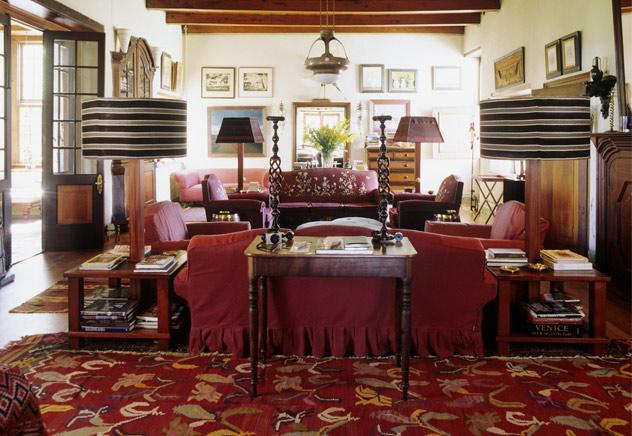 salotto coloniale rosso