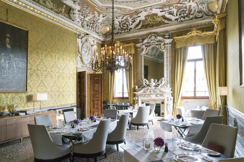 Yellow Room - Interni con affreschi di Cesare Rotta (XIX sec.)