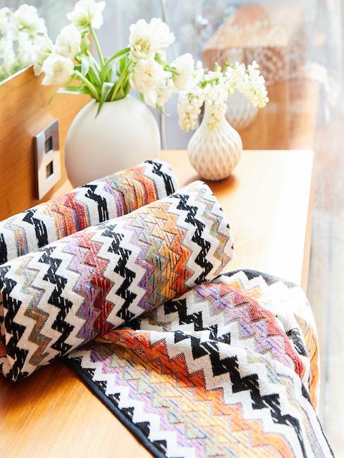 Nahhaufnahme Couch mit itlaienischer Designer Decke von Missoni