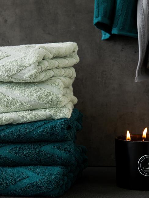 Set de toallas en verde claro y oscuro