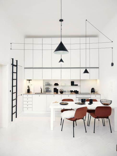 Cuisine blanche meubles brillants