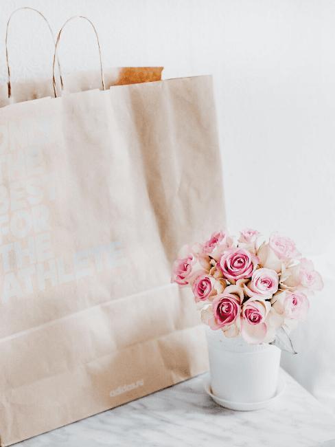 Vaso di fiori con busta regalo