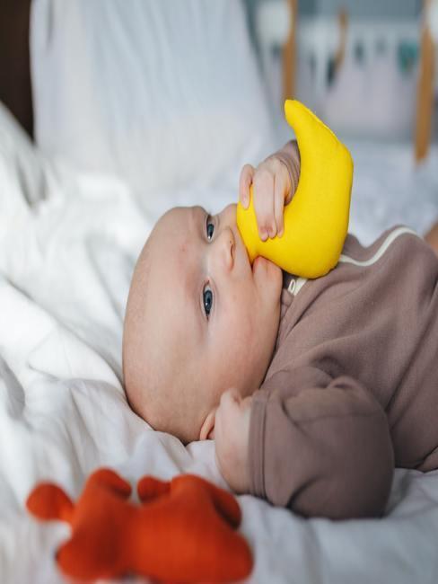 Indeling commode: baby wordt verschoond