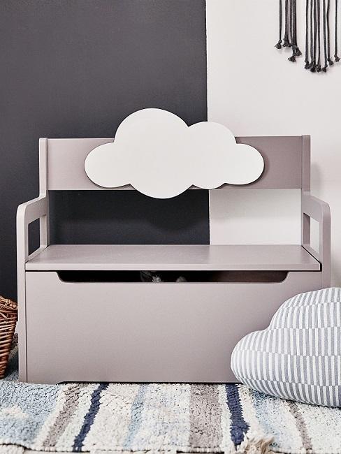 babykamer grijs - grijze bank met opbergruimte en wolk op wit-grijze achtergrond