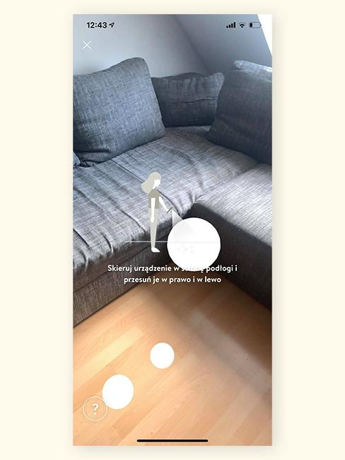 Szara sofa w salonie w aplikacji z rozszerzoną rzeczywistością