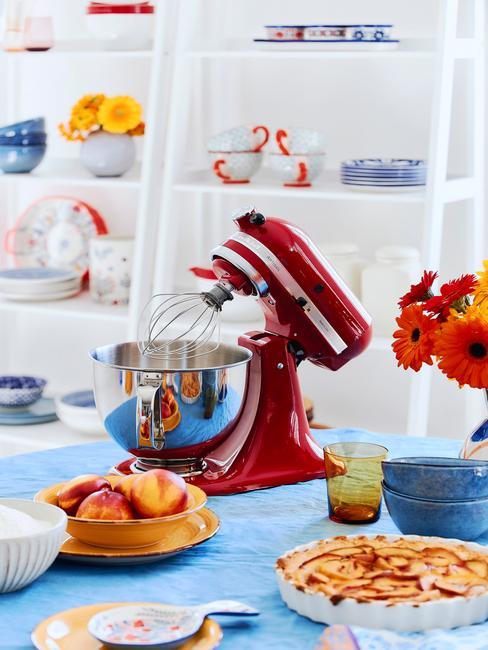 Kitchen Aid ustawiony na blacie kuchennym