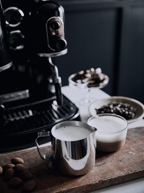 Ekspres do kawy ze spieniaczem