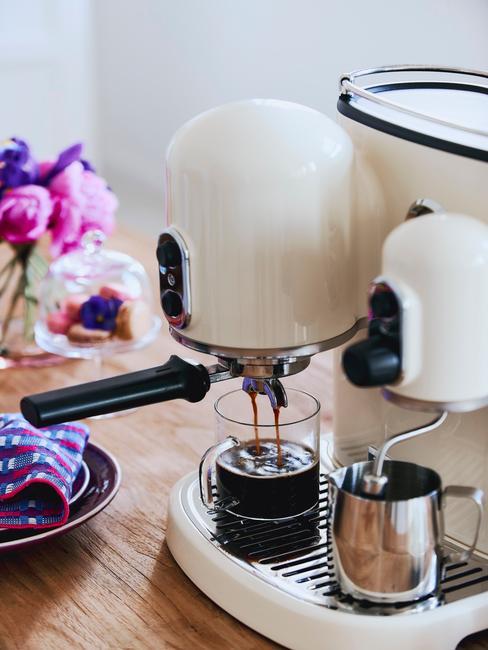 beżowy ekspers do kawy kitchenaid