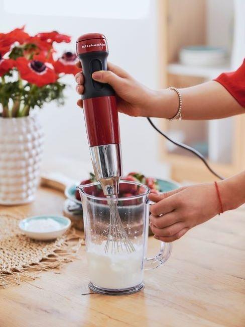 Czerwony robot ręczny KitchenAid