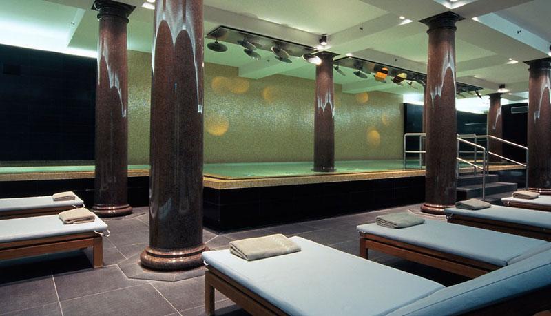 besten Spa Hotels in Deutschland Sofitel Pool