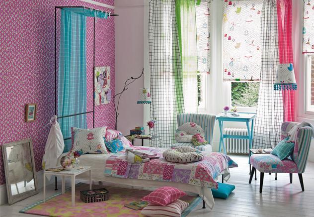 Matices de color rosa y azul pálido se entremezclan en los originales estampados de esta habitación infantil. Una combinación perfecta que seguro encantará a la protagonista de este cuento y que hará que se sienta ¡como una verdadera princesa de cuento!