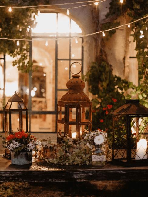 Décoration lumineuse extérieure avec lanternes et guirlandes