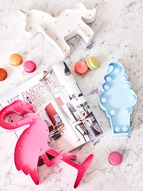 Artykuły dekoracyjne w kształcie flaminga, rożka i jednorożca