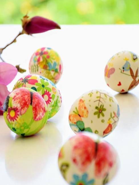 Pomalowane jajka w wiosenne wzory