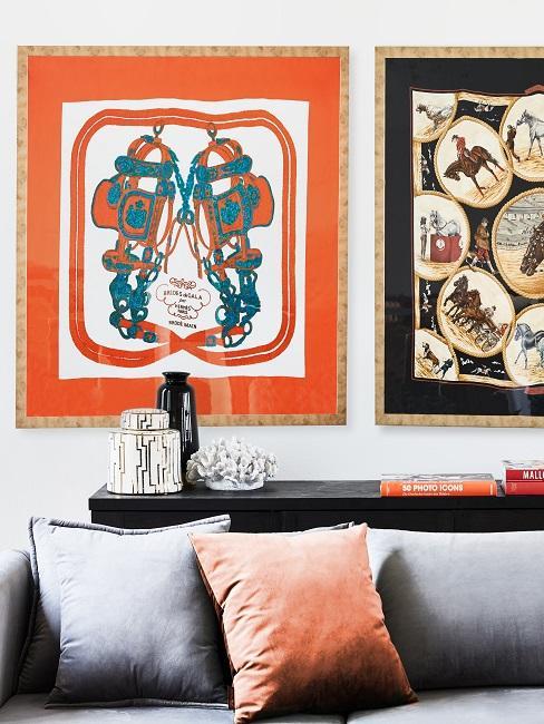 Terracotta farbene Kissen und Wanddeko