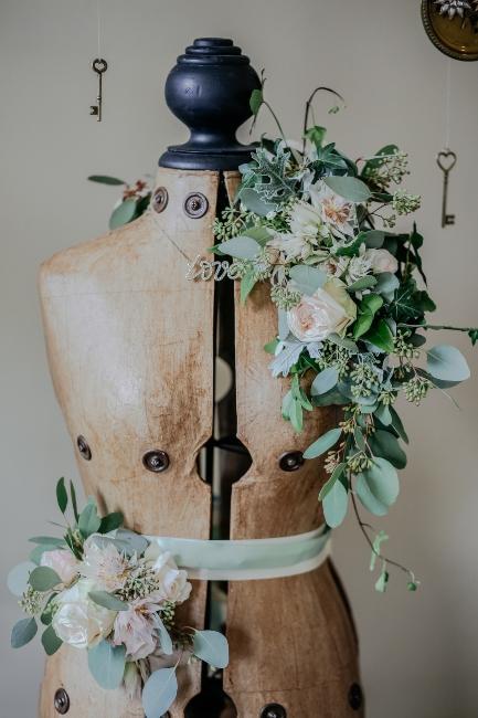 buste de couture décoré avec fleurs sechées