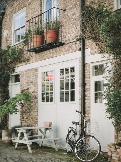 Jolie maison londonienne en pierre avec vélo devant