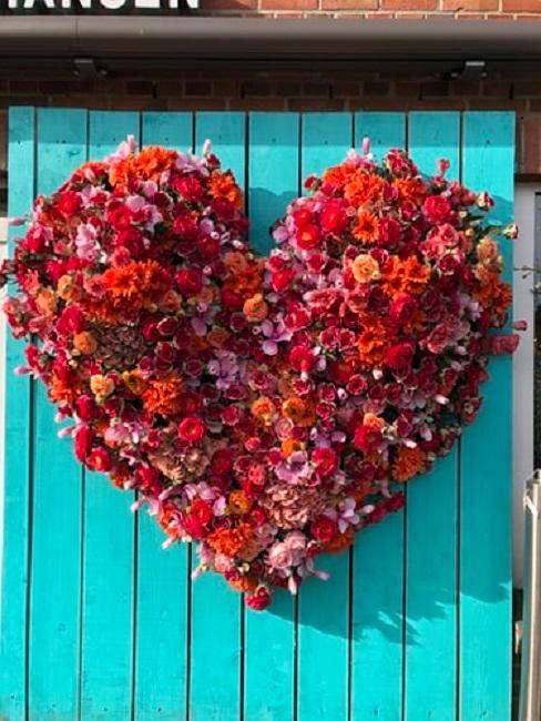 Wiszące dekoracja kwiatowa w kształcie serca