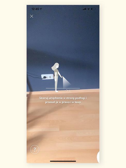 Zdjęcie fragmentu pokoju z niebieską ściną z aplikacji z funkcją rozszerzonej rzeczywistości
