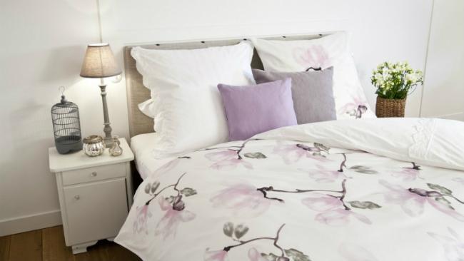 Schlafzimmer einrichten mit Bett als Mittelpunkt
