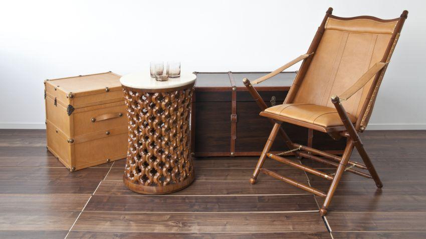 Muebles de madera oscura