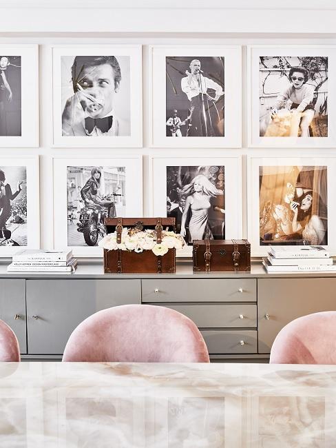 Jadlania z obrazami retro, szarą komodą, marmurowym stołem oraz krzesłami