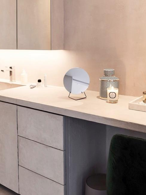 La salle de bain moderne de Delia à Montréal