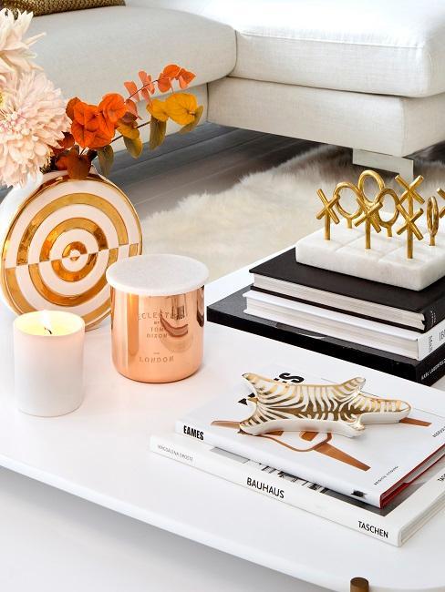 Decorazione per tavolino da salotto in oro e rosato