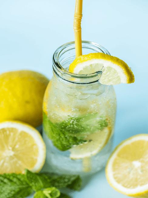 Infused Water mit Zitrone und Gurke