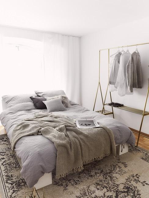 Beigefarbenes Schlafzimmer im Scandi Style