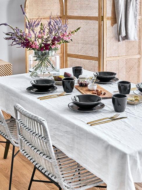 Gedeckter Tisch mit HKliving Keramik Geschirr