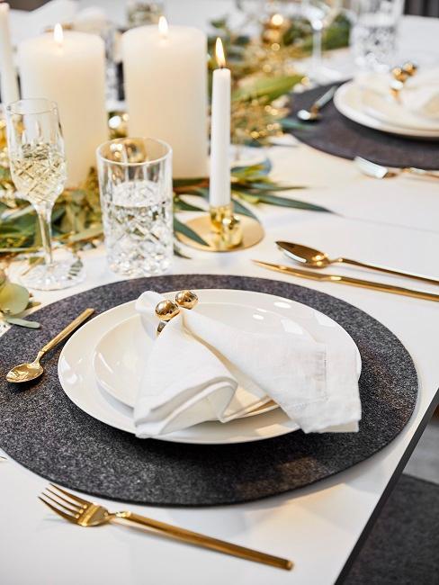 Tischdeko Schwarz-Weiß Weihnachten gold Servietten