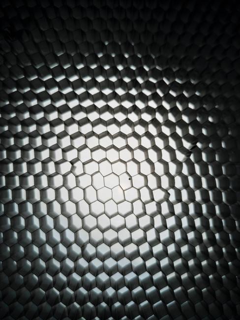 Superficie de acero negro iluminada