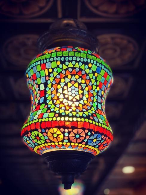 Lámpara oriental de colores y diseño original