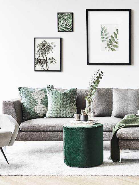 salon style scandinave grand canapé gris et détails motifs feuilles