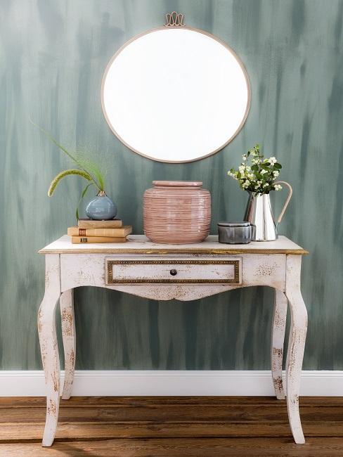 Commode vintage et miroir rond rétro pot en céramique et mur vert