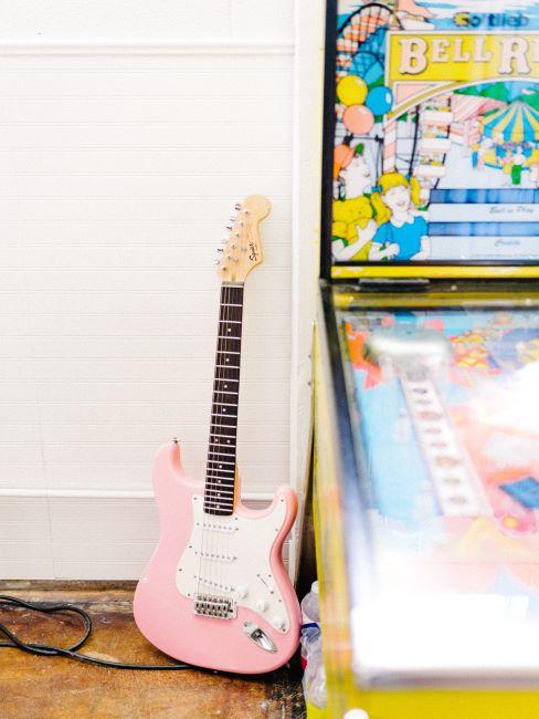 Coin jeu avec guitare électrique rose