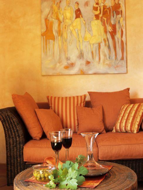 coin sejour canapé orange et murs tons orange