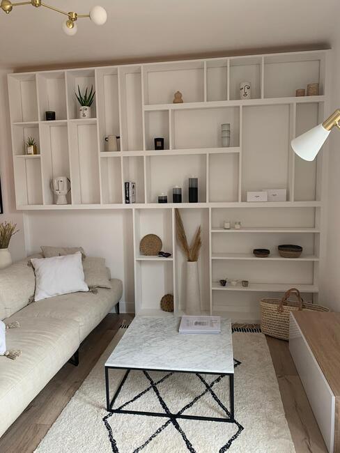 Hometour @coralineball Salon avec grande étagère