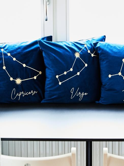 Coussins bleu nuit avec signe astrologique