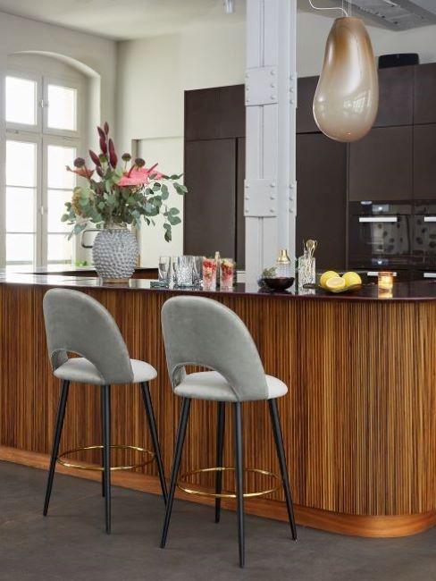 cucina vintage con bancone in legno