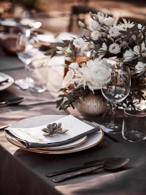 Tafelsetting menukaart bruiloft