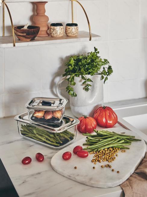 airfryer schoonmaken verse groenten op marmeren aanrecht