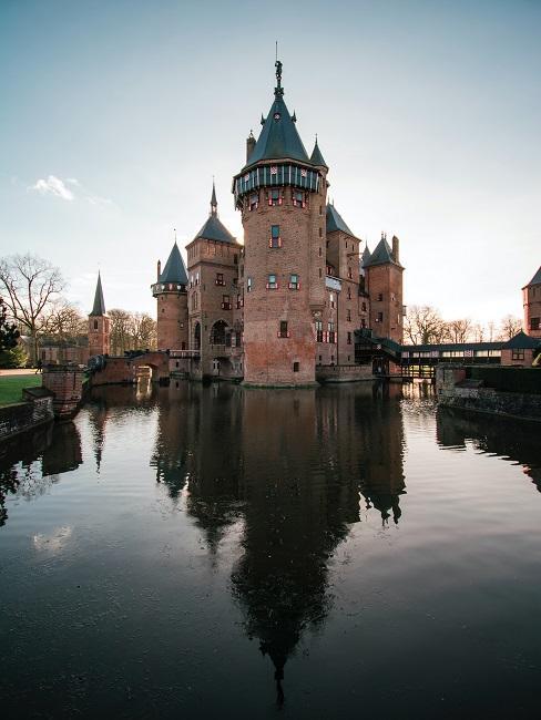 kasteel aan sloot