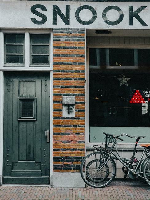 fietsen voor een rijhuis