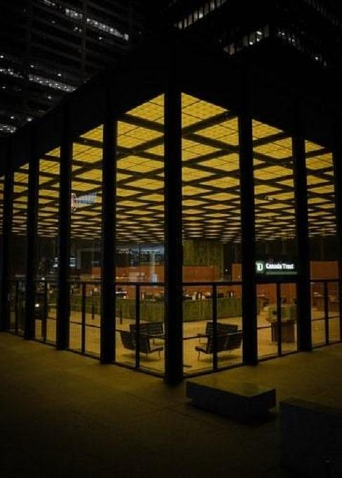 Budynek zaprojektowany przez Mies van der Rohe