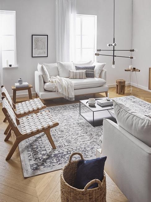 Country Style Wohnzimmer mit Sofa, Sesseln und Tisch