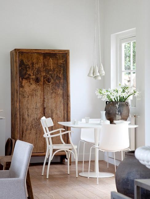 Wohnzimmer modern Essplatz Weiß Schrank Holz