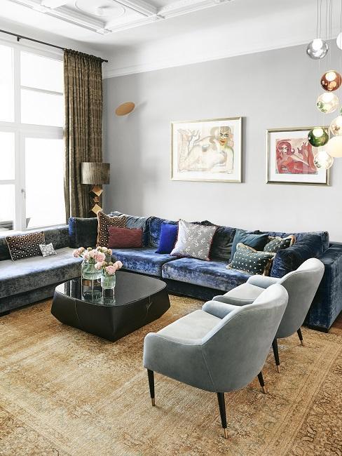 Helle Wandfarbe in Grau im exzentrischen Wohnzimmer